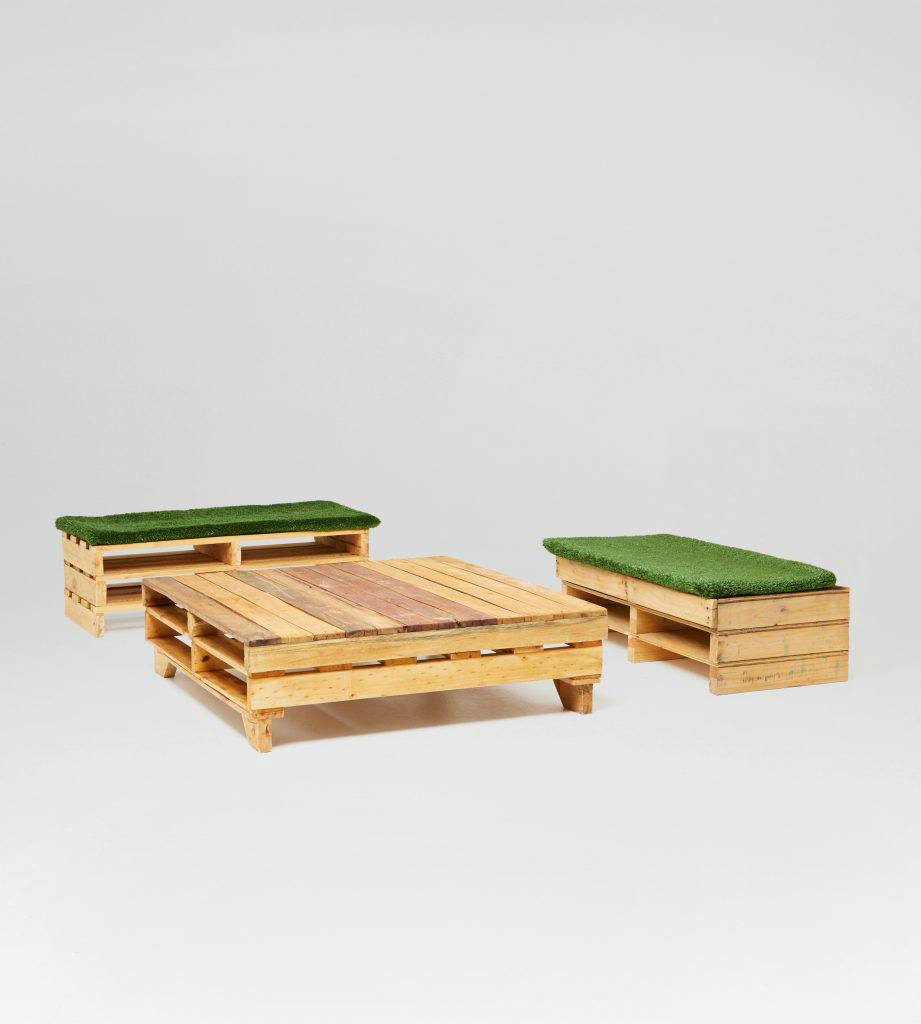 Pallet Table And 2 Bench Seats Chillizone
