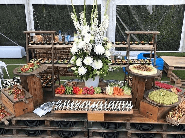 Pallet baffet bench with kosher catering